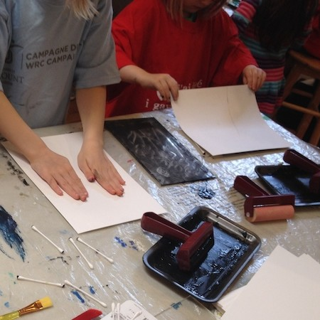 Painting hands children's classes cours pour les enfants école d'art pointe-saint-charles art school children